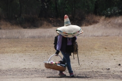 The best way to carry hats!