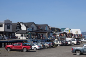 Along the spit at Homer, boardwalks cater for the eating, drinking and shopping needs of hoards of visitors.